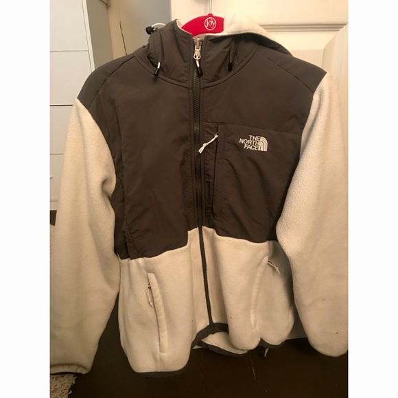 3654baa9dcc1 Women s Northface Denali 2 Hooded fleece jacket. M 5a99adadc9fcdfbac032574e
